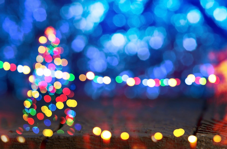 Out-of-Focus-Colored-Christmas-Lights-against-a-Blue-Background-1200x788